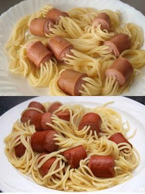 Сосиски, фаршированные спагетти