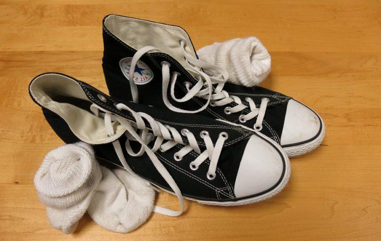 как отстирать белые носки от черной подошвы