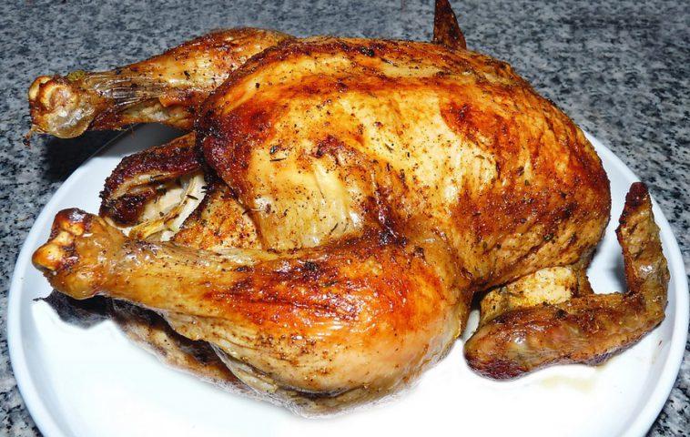 Как вкусно запечь курицу в духовке целиком: рецепты и советы