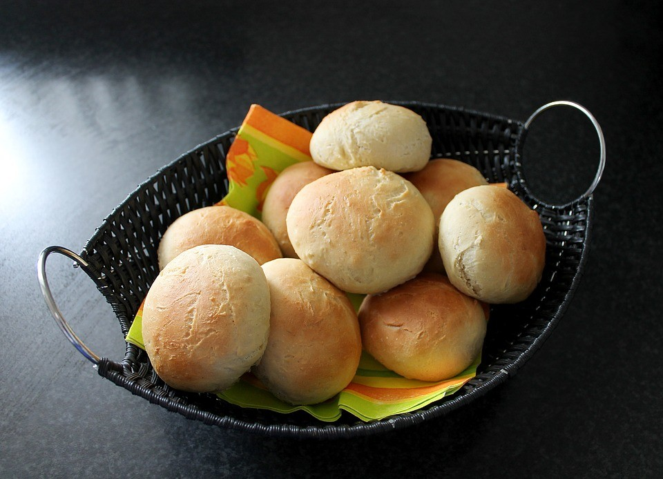 Как приготовить пампушки с чесноком к борщу: 3 рецепта