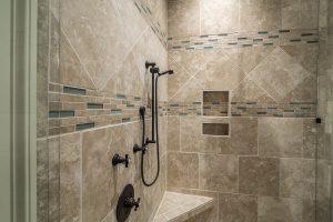 Как укладывать плитку в ванной на стены своими руками