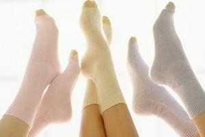 Как отстирать белые носки, в том числе от черной подошвы