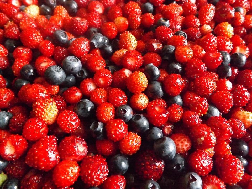 Лесная земляника, протертая с сахаром: 5 рецептов на зиму