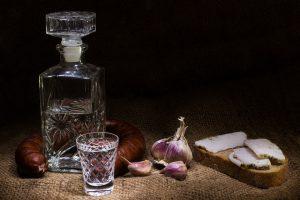 Как пить и чем закусывать водку, чтобы избежать похмелья
