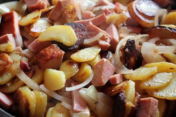 картошка с колбасой