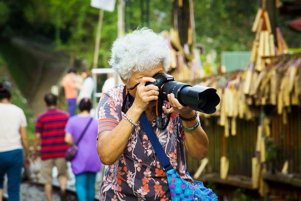 пожилая туристка