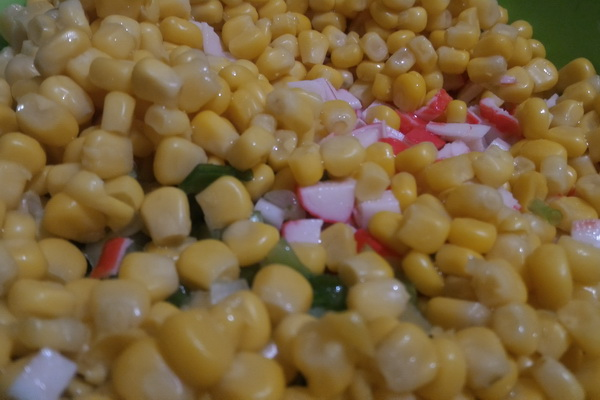 весенний салат с кукурузой