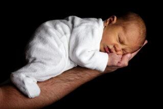 Read more about the article Как отучить ребенка спать на руках, не подвергая его стрессу
