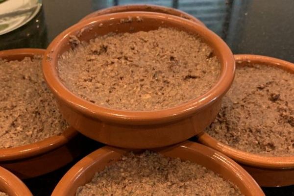 чечевичный паштет с орехами и сухофруктами