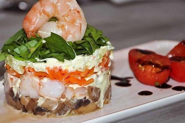 закуска из креветок с рукколой к праздничному столу - слоеный салат